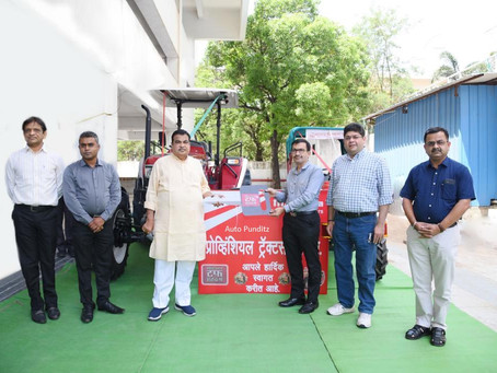 Nitin Gadkari takes the delivery of Mahindra Novo 655 4WD Tractor in Nagpur