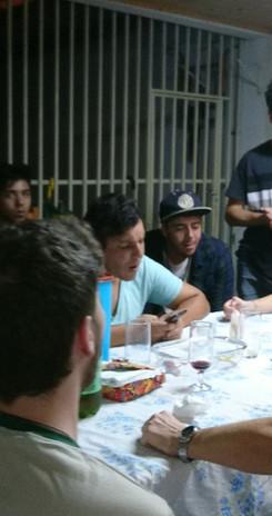 Repas-partagé-avec-les-jeunes-au-Brésil.