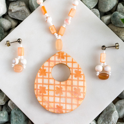 Melon Egg Shell Pendant Set (dyed)