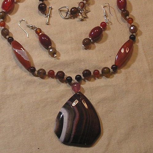 Brown & Cranberry Striped Onyx Shield Set