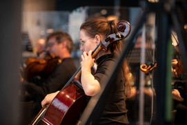 Anna Jeger 2, Violoncello