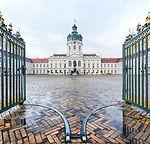 Berlin_Schloss_Charlottenburg_Außenansic