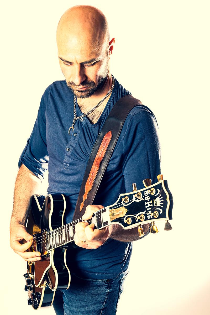 טל מיכלס גיטריסט מוזיקאי