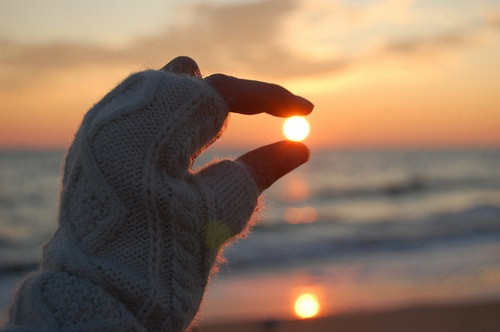 fingers-sunlight-min.jpg