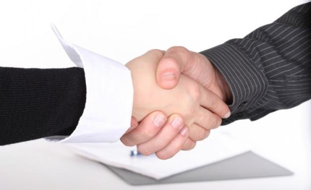 businessmen-negotiation_shake_edited.jpg