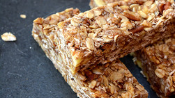 Delicious DIY Apple Pie Granola Bar Recipe