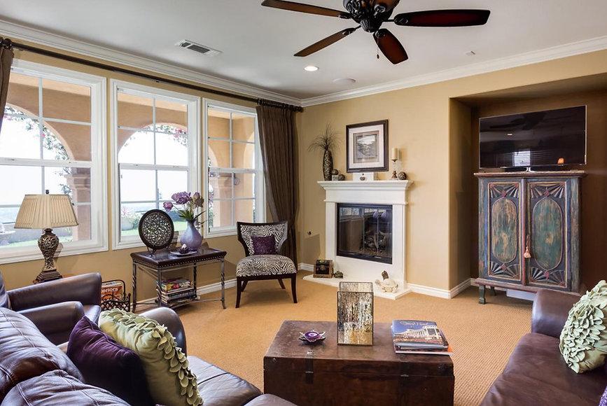 Holmgrove Family room.jpg
