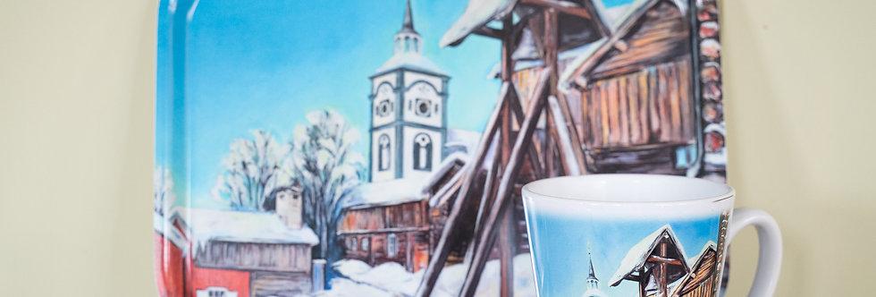 Frokost-/Serveringsbrett/Krus - Bergstaden Ziir og Hytklokka, Vinter