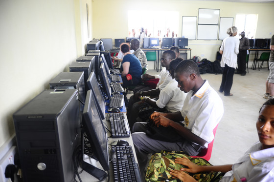 Students donate computers to schools in West Africa in aid of international link-up