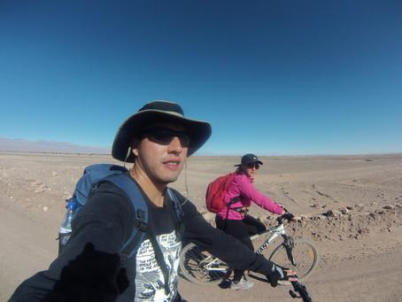 Pedaleando en el desierto más árido del mundo