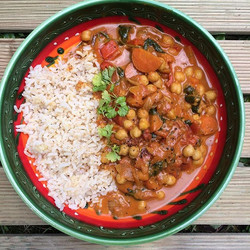 🍃Chickpea Curry for lunch🍃_• carrots • onions • garlic • spinach • cup of chopped tomatoes • cup o