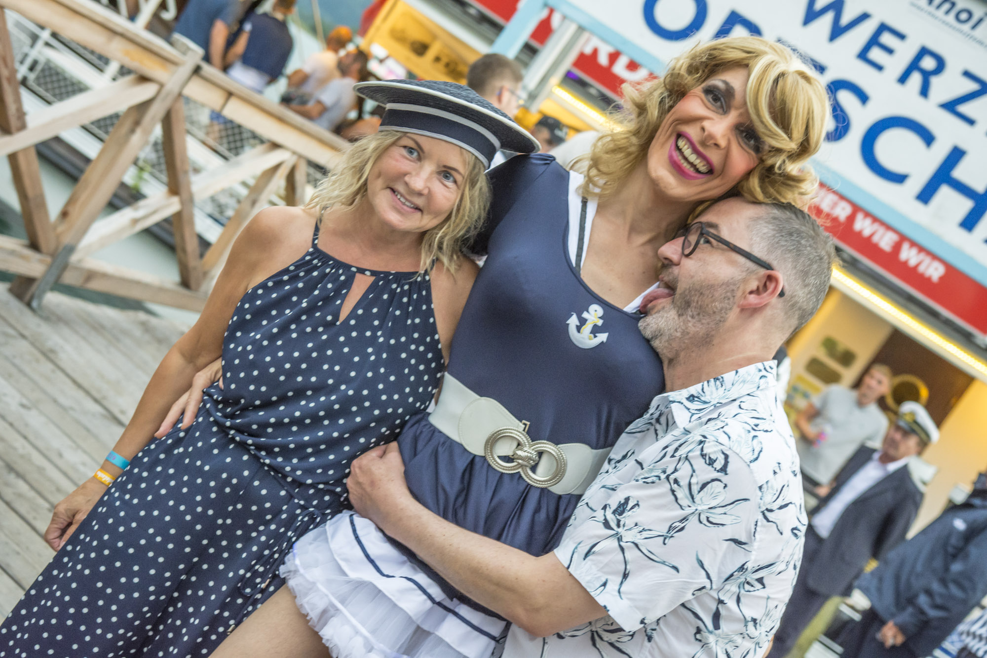 Pink-Lake-Boat-Cruise-Boarding-2019-40
