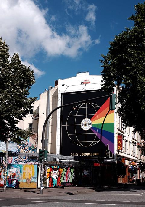 Cheers to Global Unity - WARSTEINER zeigt Flagge