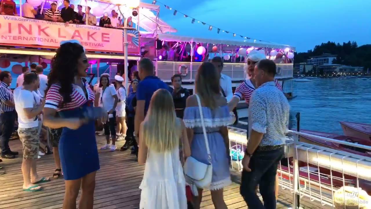Pink Lake 2017! #Gleichlaut & #Aboutadam waren gestern auf der Bootsfahrt bei Nacht auf dem Wörthersee dabei! Es folgen natürlich noch jede Menge Fotos in den nächsten Tagen...