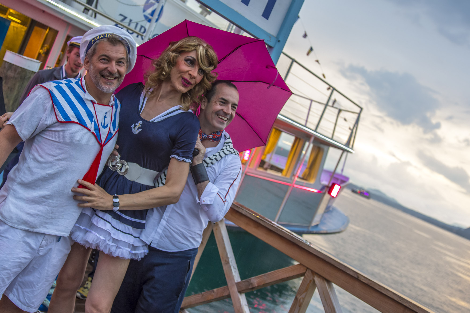 Pink-Lake-Boat-Cruise-Boarding-2019-91