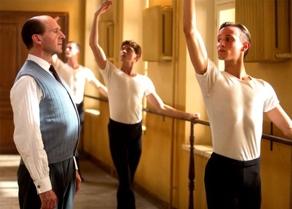 Ralph Fiennes bringt die unglaubliche Geschichte der sowjetischen Ballettlegende Rudolf Nurejew auf die große Leinwand!