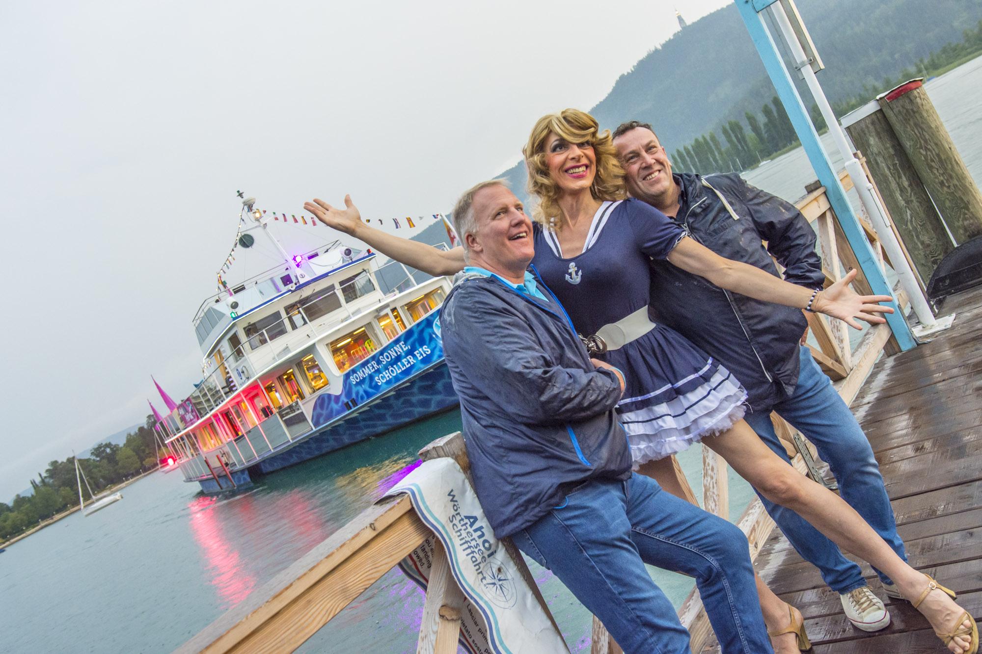 Pink-Lake-Boat-Cruise-Boarding-2019-73