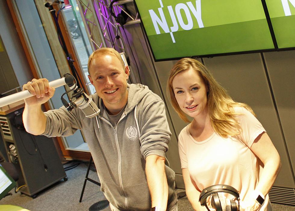 Star-DJ Felix Jaehn hat sich im Interview mit Nina und dem Haacke euren Fragen zum Thema Selbstliebe und Coming-out gestellt.