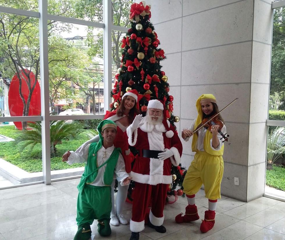 Papai Noel, noelete e duendes