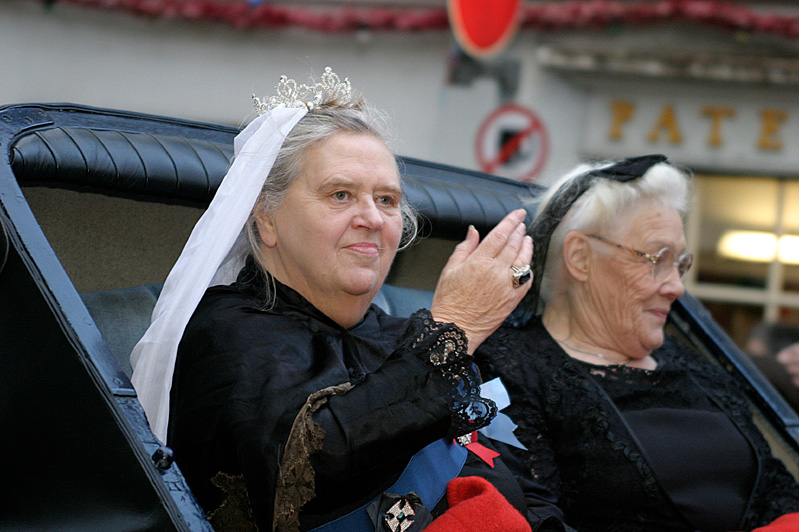 Queen_Vic_in_carriage_for_procession