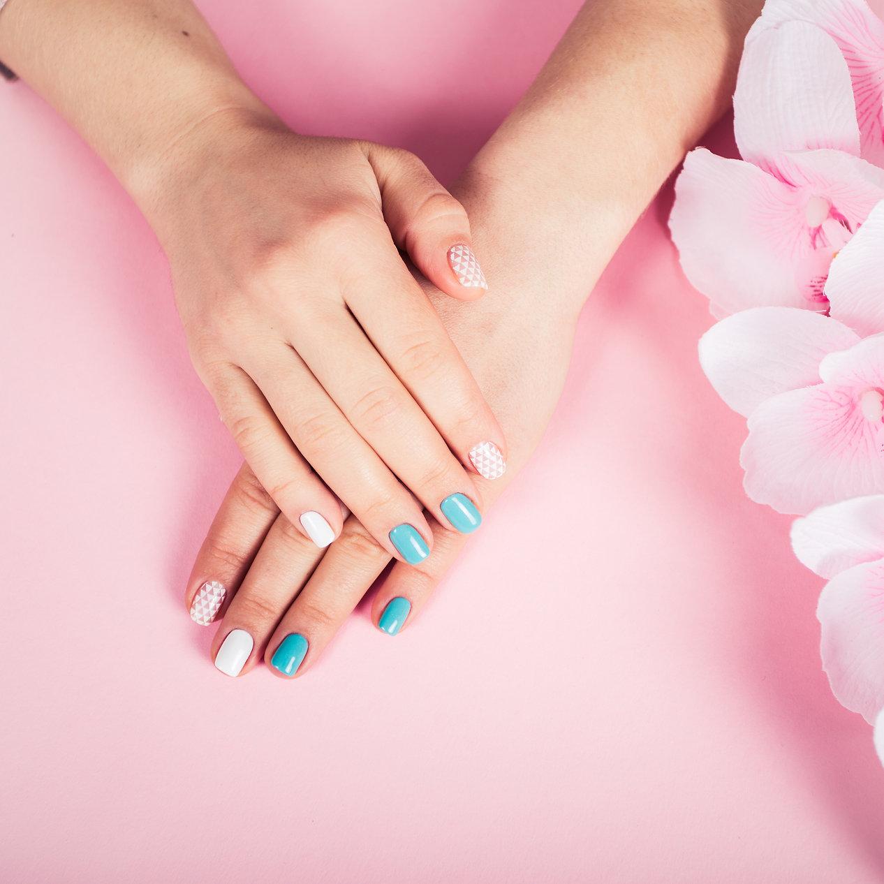 beautiful-manicure-gel-polish-coating-in
