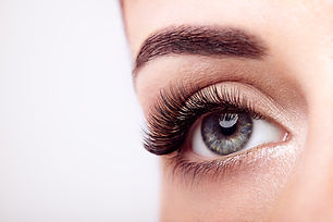 female-eye-with-long-false-eyelashes-KE2
