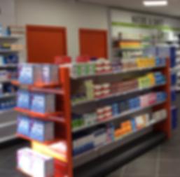 Présentation sur gondole des médicaments en libre accès en pharmacie