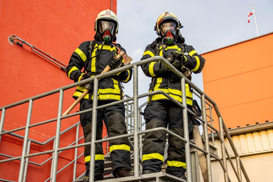 Regla 44: No te enamores de un bombero(a)