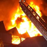 Hermanos provocaron incendio que destruyó varias casas