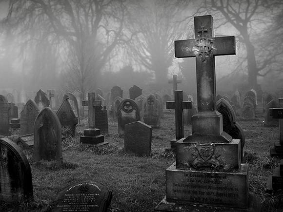 Terno negro, voy a varios funerales