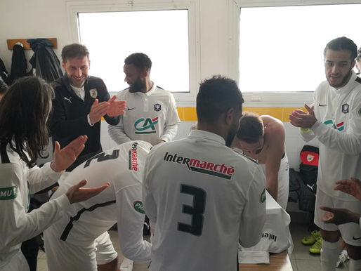 """vestiaires après match ASF/ONET LE CHATEAU à lire interview du """"professeur"""" Benlefki avant ce match:"""