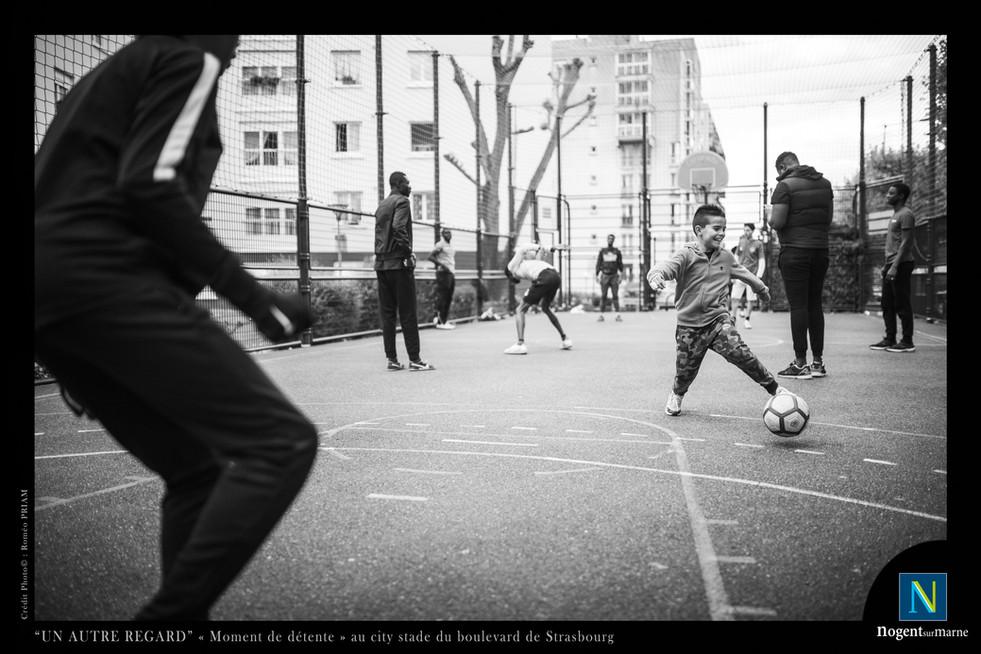 Moment_de_détente_au_city_stade_copie.jp