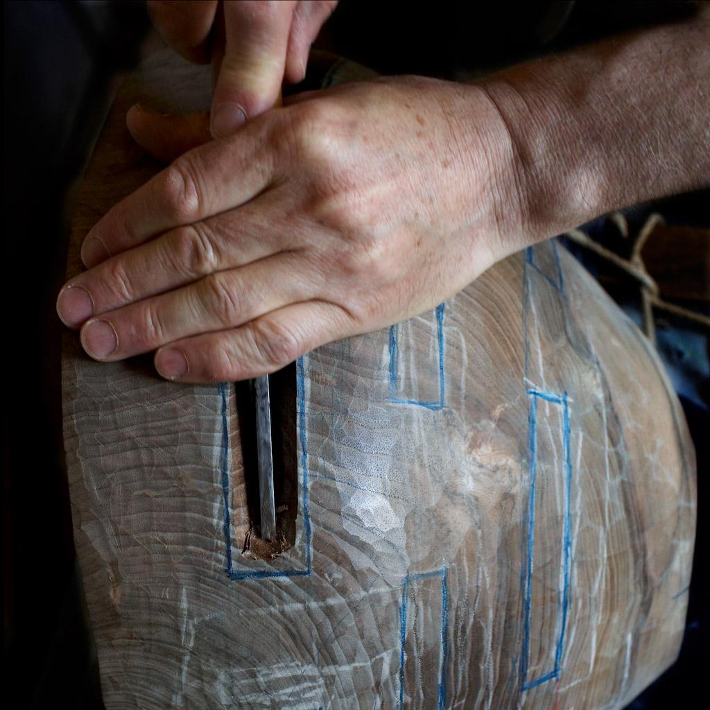 Julian Schwartz, scupteur sur bois