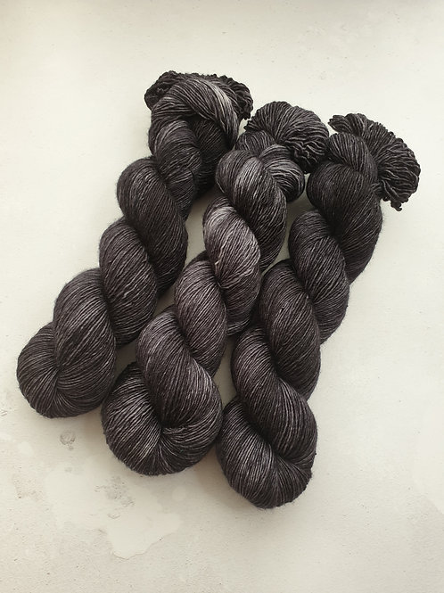 SW Merino singles, fingering weight, 100g, CHARCOAL