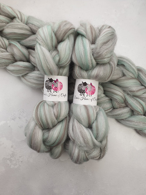 Merino Stellina roving, wool top, 100 g, HAPPILY EVER AFTER