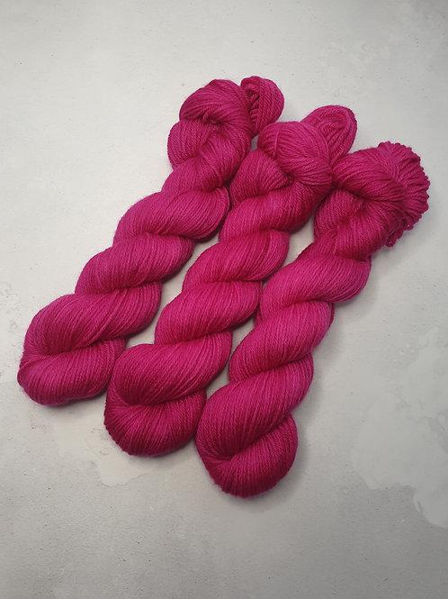 Corriedale DK weight yarn, 100 g, MAGENTA