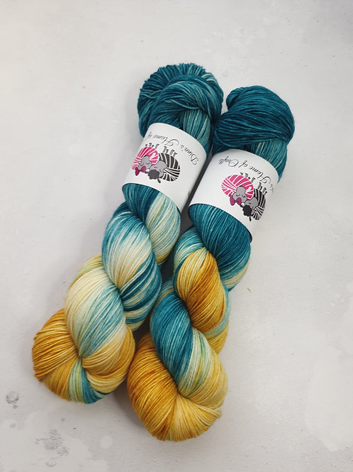 SW Merino Nylon yarn, 4-ply, Fingering weight, 100g, NOT ALL IS GOLD WHAT SHINES