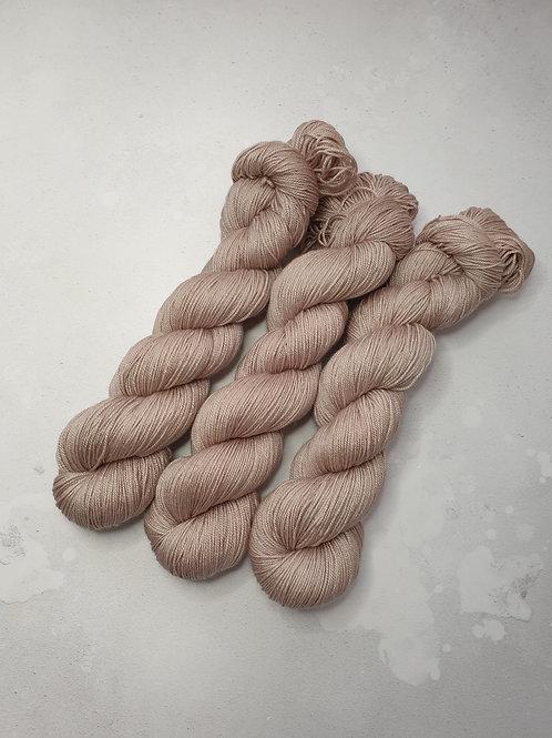 SW Merino Silk Cashmere yarn, 4-ply, Fingering, 100g, SHIITAKE