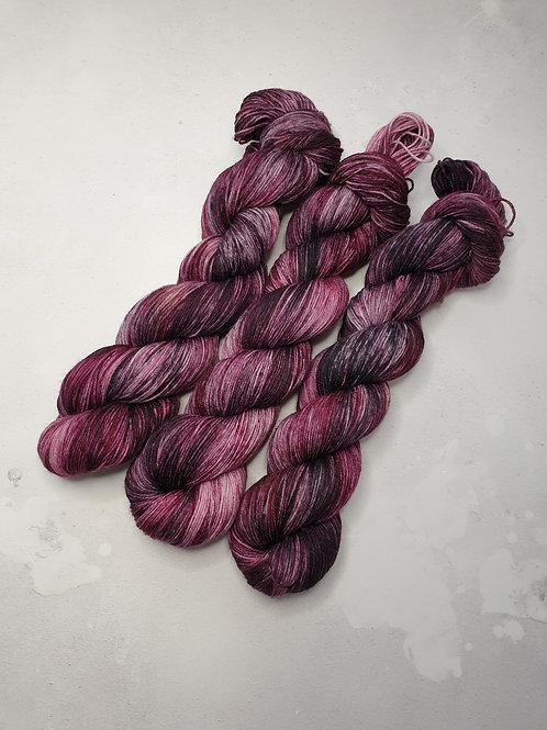 SW Merino Nylon yarn, 4-ply, Fingering weight, 100 g, BERRY BLAST