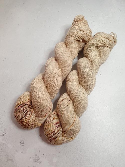 SW Merino Nylon yarn, 4-ply, Fingering weight, 100 g, HONEY PERFUME