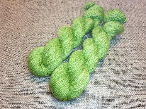 Corriedale DK weight yarn, 100g, APPLE GREEN