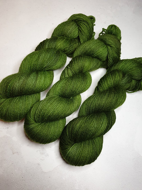 Highland wool yarn, 4-ply, Fingering weight, 100 g, MOSS GREEN