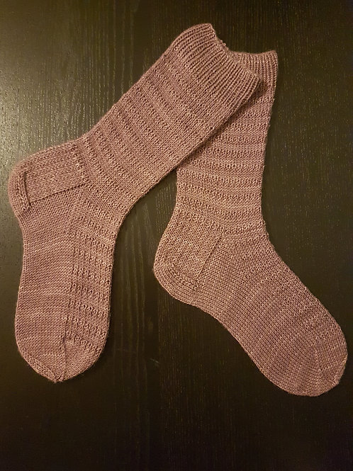 THE ROLLING SOCKS, knitting kit, pattern and yarn kit