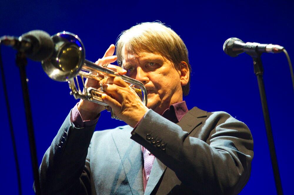 Sven Regener mit Trompete