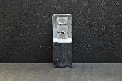 Petit Monolithe noir 1