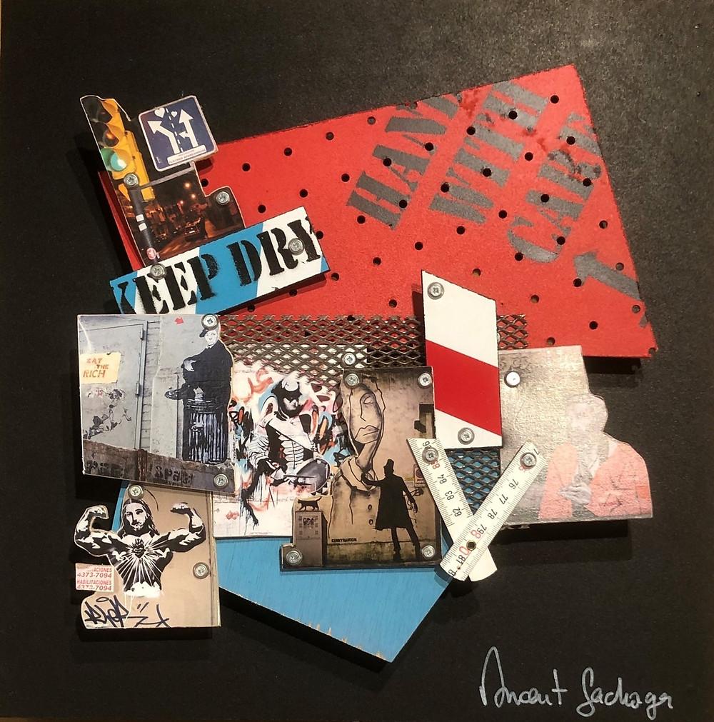 """Œuvre """"Keep Dry"""" par l'artiste Pop Vincent Gachaga. Composition de divers matériaux (bois, objets, pochoirs, peinture, photos...)"""