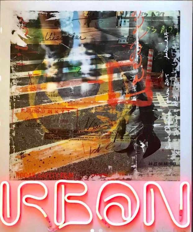 """Oeuvre de Vincent Gachaga """"Urban"""" : maquette de photos avec résine et néons"""