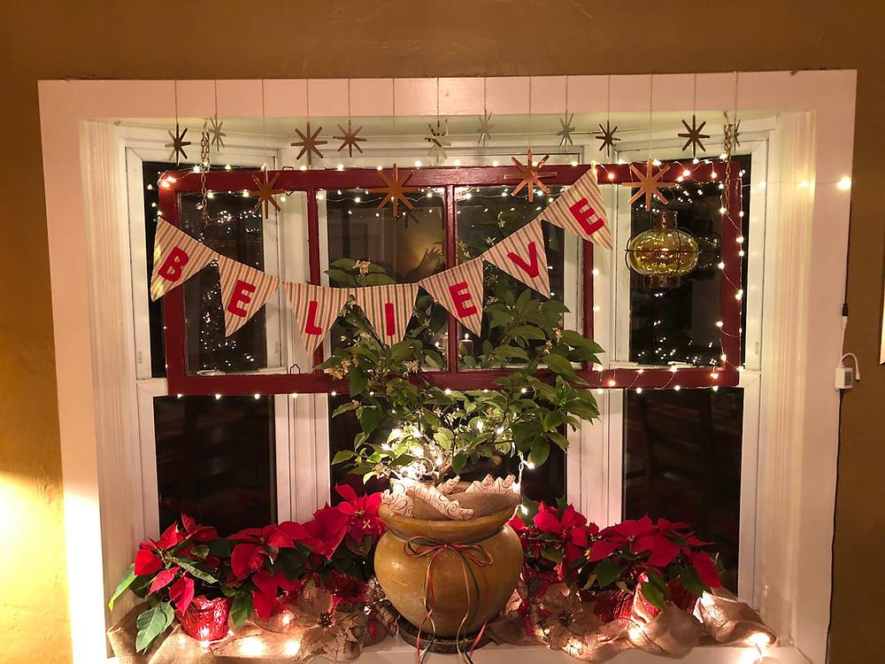 Alycia Yerves home Christmas decor 2017 dining room window