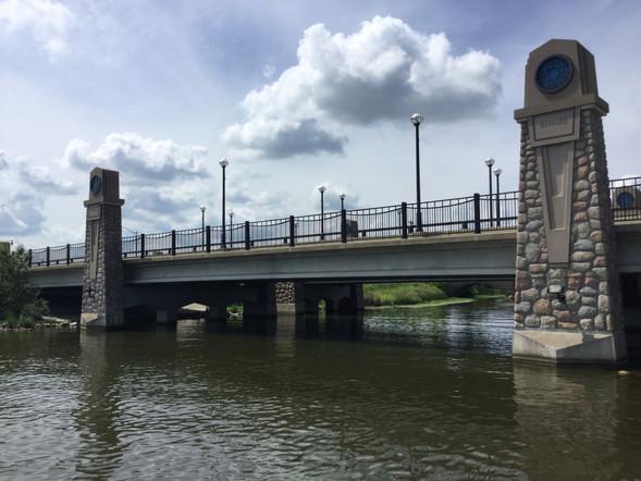 Mississippi River Bridge.JPG