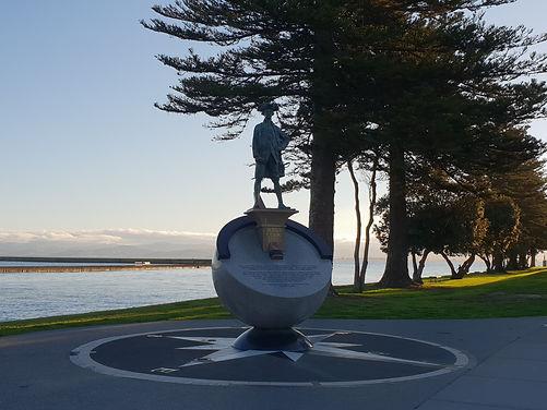 James Cook statue Waikanae Gisborne.jpg